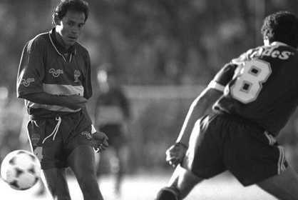 Roberto Cabañas, nacido para Boca  Noviembre de 2016. Reencuentro de campeones 92 en la Bombonera. Roberto Cabañas ya no era halcón ni era paloma. Era un tigre melancólico, atravesa... http://sientemendoza.com/2017/01/10/roberto-cabanas-nacido-para-boca/