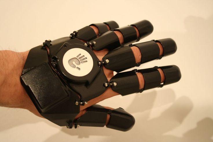 Glove One: The 3D Printed Smartphone Glove http://3dprint.com/39192/glove-one-smartphone/