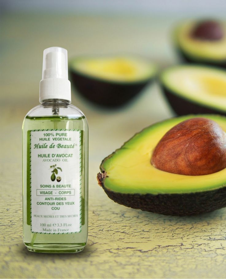 Ulei de avocado Vegetal, 100% pur Acest ulei este renumit pentru proprietăţile sale anti-îmbătrânire  asupra pielii. Uleiul de avocado este o sursă bogată în vitaminele A şi D. Se absoarbe foarte uşor şi hidratează pielea în profunzime.  Se poate utiliza pentru masaj anticelulitic. Are proprietăţi regenerante, mărind producţia de colagen din piele, ajutând la prevenirea şi combaterea apariţiei ridurilor.  Nu este un ulei gras, ceea ce favorizează o absorbţie mai rapidă. Nu conţine parabeni.