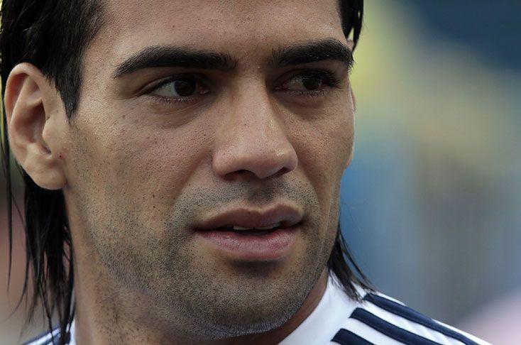 El médico de la Selección Colombia, Carlos Ulloa, dijo que la lesión de Falcao García ha evolucionado bien, por lo que aún no se descarta para el juego del viernes ante Ecuador por la Eliminatoria. Video: http://www.elpais.com.co/elpais/eliminatorias/videos/medico-seleccion-colombia-descarto-falcao-garcia-para-enfrentar-ecuador