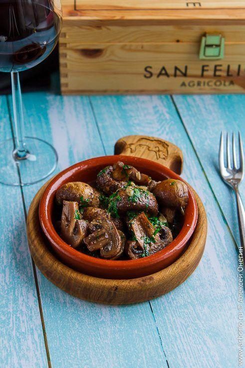 Фото к рецепту Шампиньоны с чесноком и петрушкой