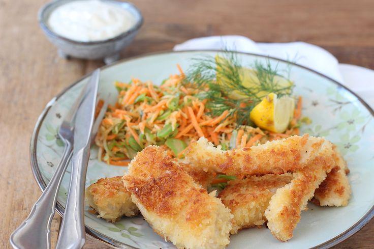 Krokante vissticks met een salade van wortel, venkel, snijbonen en mosterd-dilledressing // Francesca Kookt