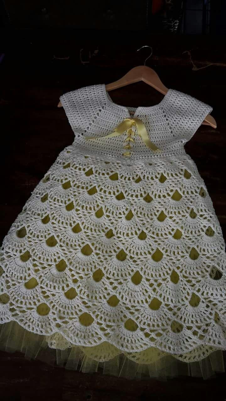 Este vestidito es tejido a crochet . oliviaoriflameperu@gmail.com (+51) 941056909