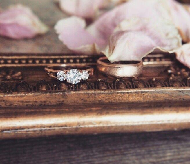 Помолвочное кольцо. Wedding and engagement ring.