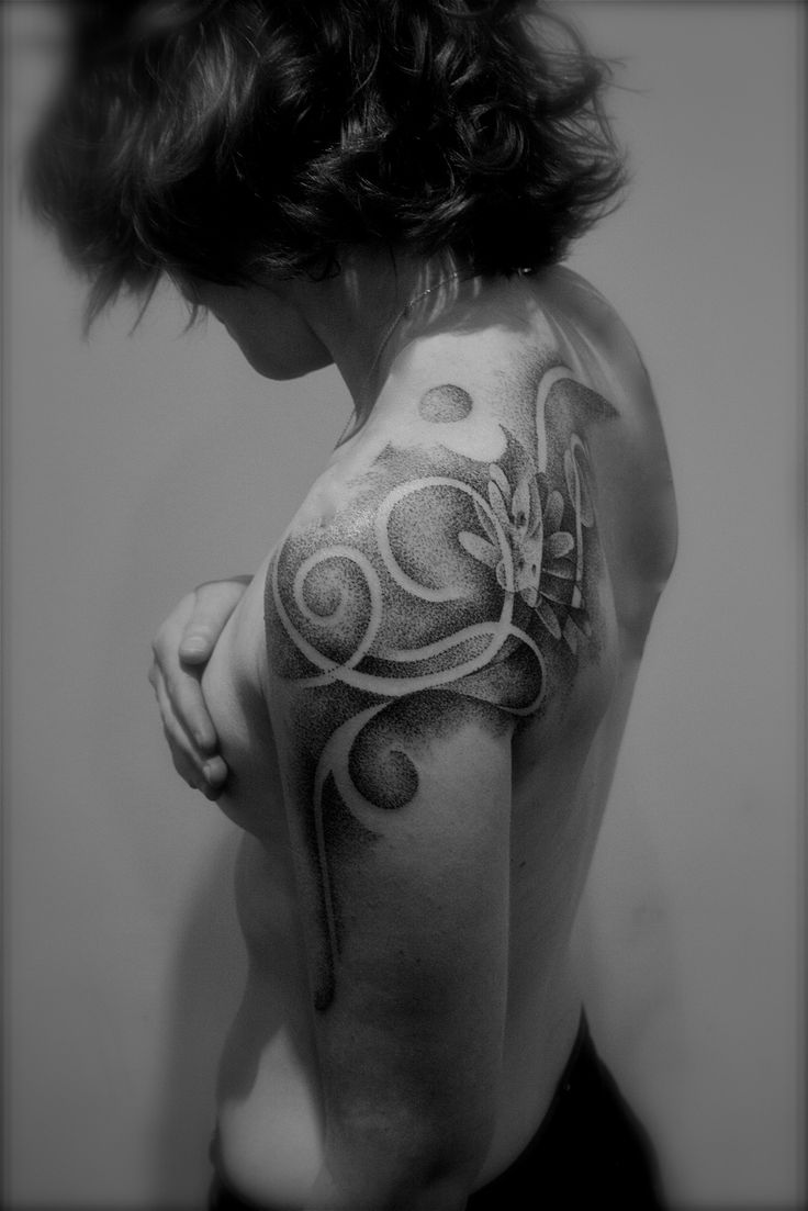 Dotwork Tattoo Artist Artist Pascal Scaillet abstract lotus