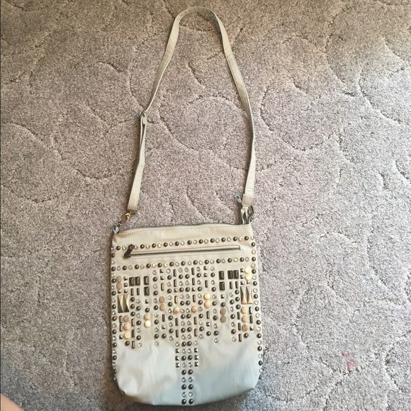 Maurice's Crossbody Purse Used on time! No stains or flaws! No missing joules! Has a from zipper pocket and a back zipper pocket and many inside pockets! Maurices Bags Crossbody Bags
