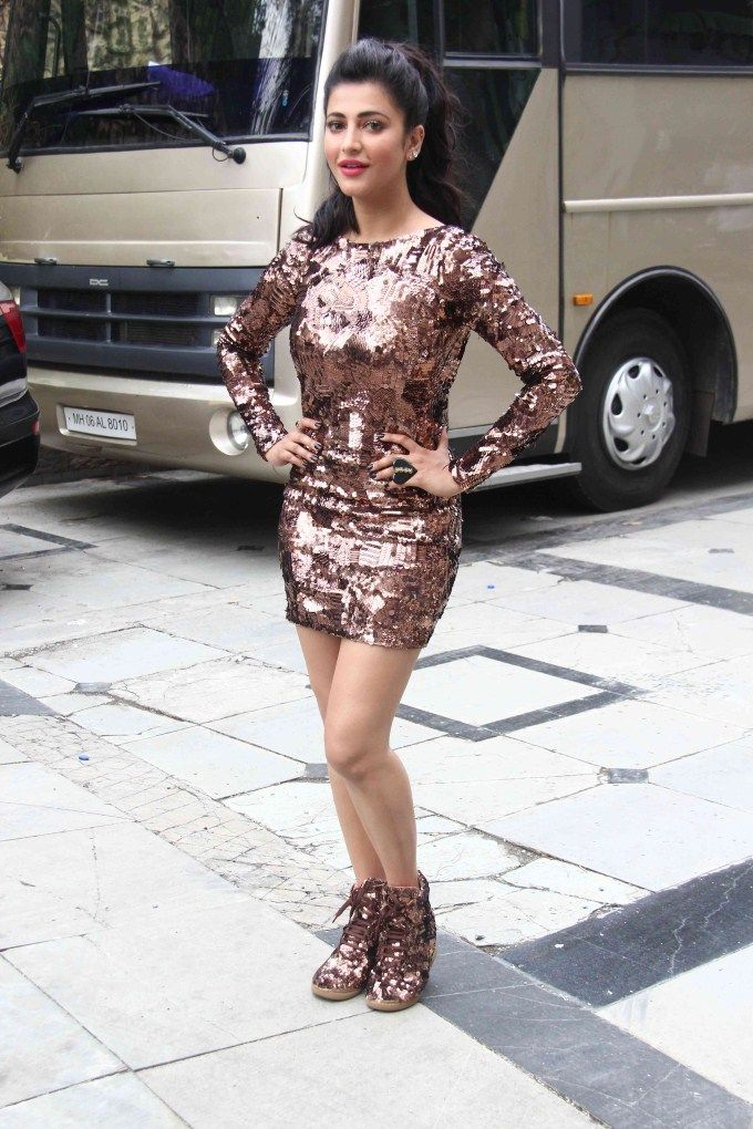 #Shruti Haasan at the #shoot for 'Welcome Back' song.  to get more hd and latest photo click here http://picchike.blogspot.com/
