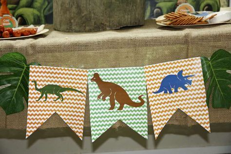Banderines decorativos con dinosaurios