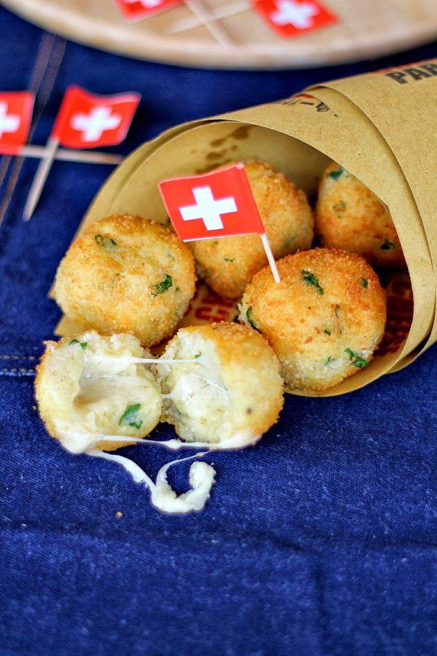 Polpette di patate e pane con cuore filante di Le Gruyère