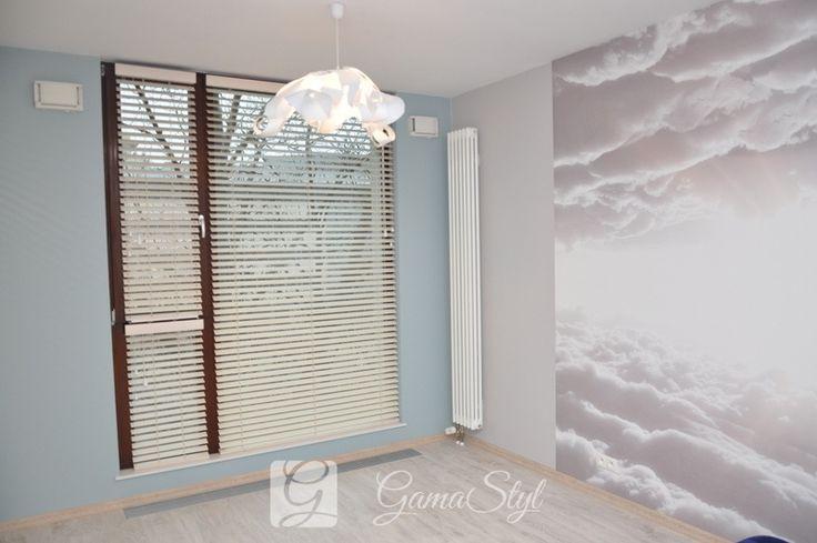 Żaluzje drewniane białe, sypialnia http://www.gamastyl.pl/oferta/zaluzje-drewniane