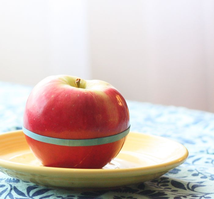 Rubber Band trick to prevent cut apples from browning! #BUDDYFRUITSB2S