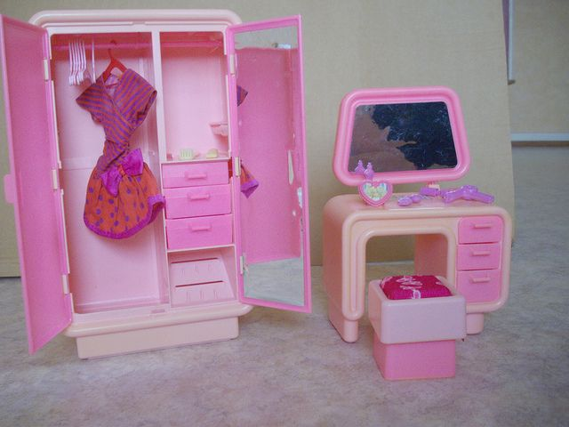 The bedroom: Barbie dream house 1978 & 1991 Barbie Style dress #2454 | Flickr - Photo Sharing!