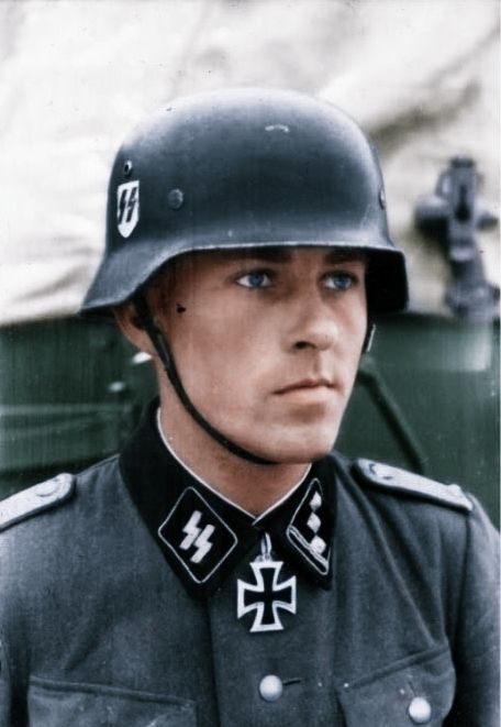 Obersturmführer Fritz Rentrop, who won the Knight's Cross as CO of the Das Reich Division's 2nd Flak Abteilung in October 1941. He was captured and executed by the Soviets in February 1945. Knight's Cross awarded on 13 October 1941. Photo dated:...pin by Paolo Marzioli