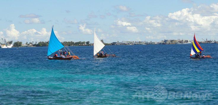 マーシャル諸島・マジュロ(Majuro)の海に浮かぶカヌー(2013年8月29日撮影、資料写真)。(c)AFP/Giff Johnson ▼31Jan2014AFP|太平洋を「16か月漂流」、マーシャル諸島に男性漂着 http://www.afpbb.com/articles/-/3007602 #Majuro