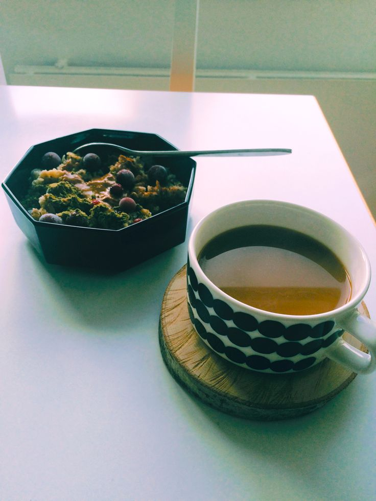 Breakfast. #marimekko #oiva #porridge #coffee #treecoaster #woodcoaster #artek #skandinavianinterior #interior #diy