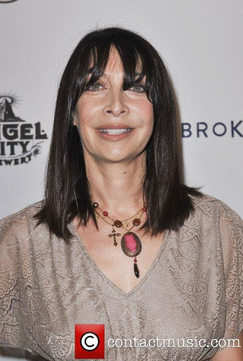 Illeana Douglas is one of the sexiest women I've ever seen.