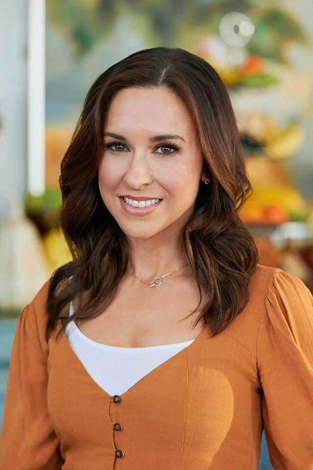 Lacey Chabert in 2020   Lacey chabert, Family christmas ...