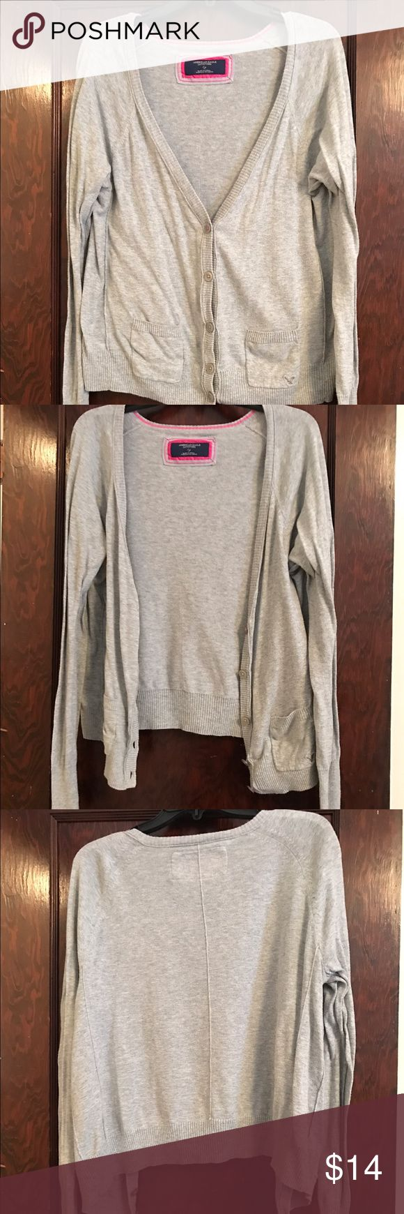 American Eagle sweater! American Eagle sweater perfect to throw over any outfit! American Eagle Outfitters Sweaters