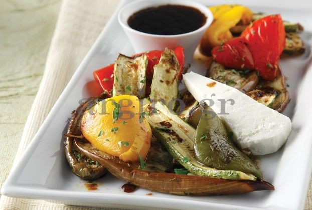 Σαλάτα ψητών λαχανικών µε μανούρι με σως από ΛΕΥΚΗ ΚΡΕΜΑ ΒΑΛΣΑΜΙΚΟΥ ΠΟΡΤΟΚΑΛΙ & ΛΕΜΟΝΙ