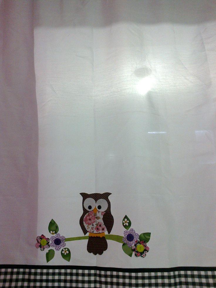 Cortina com aplique de coruja. http://www.elo7.com.br/ateliesolangecosta