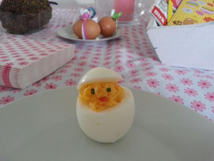 Gevulde eieren in de vorm van een kuikentje. Pasen easter diy