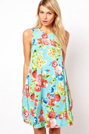 ASOS – Ärmelloses ausgestelltes Kleid mit Blumenmuster
