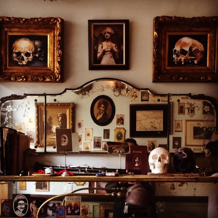 Best 20 tattoo shop decor ideas on pinterest for Vintage tattoo art parlor