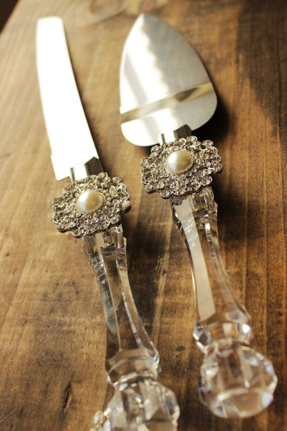 Wedding Cake Server and Knife, Pearl and Rhinestone Wedding, Cake Cutter Wedding, Winter wedding snowflake wedding cake cutter, Wedding decor