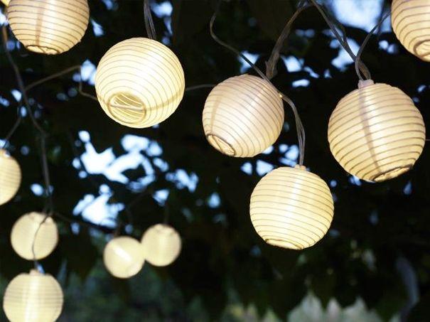 lampjes buiten IKEA zonnen energie