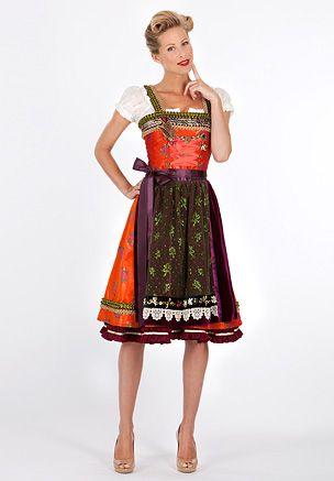 Lola Paltinger Dirndl SOPHIE - rot mit Blumenbouquets, Bordürenverzierung und gepatchter Schürze 3 250.-Eur