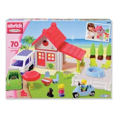 Het belooft een schitterende vakantie te worden in dit mooie Abrick vakantiehuis met vele extra's! Het huis is voorzien van een zwembad met strandstoelen en een barbecue met tuinset en parasol.  #speelgoed #toys