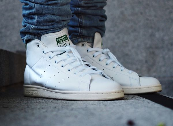 buy online 24dea b4798 Découvrez la Adidas Stan Smith Mid OG White Green, une sneaker mi-montante  blanche avec des accents verts et une semelle vintage.