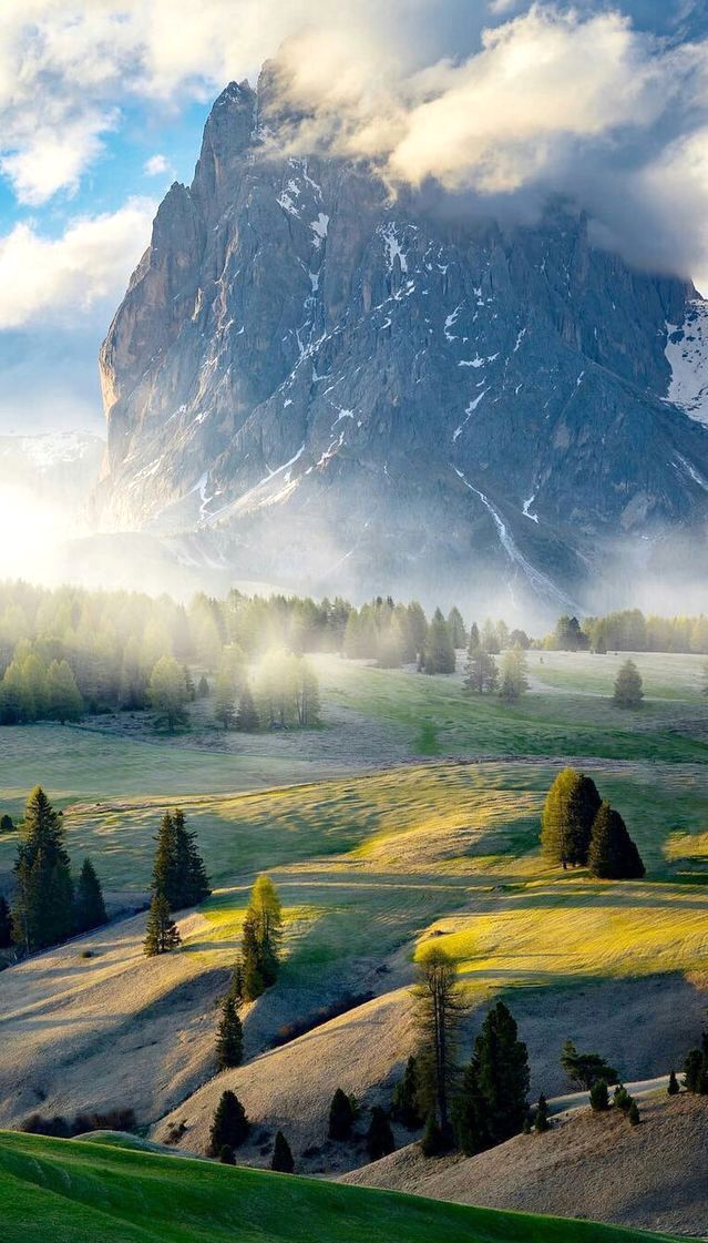 Beautiful Scenery Of Tyrol Italy Avoid Being A Typical Tourist In Italy Visit Https Www Venice Italy Veneto Com Before Scenery Beautiful Places Scenic