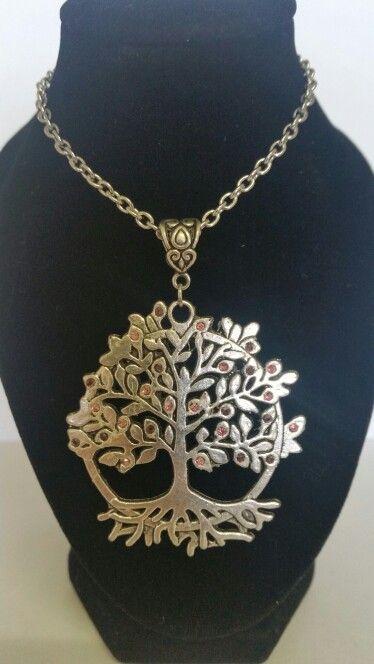 Tree of life pendant necklace. Mix of pink and burgendy rhinestones. AUS $ 14.00