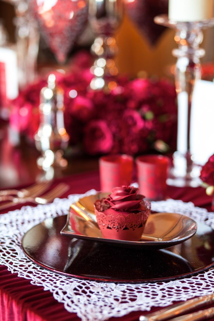 What a romantic dinner setting complete with chocolate and roses