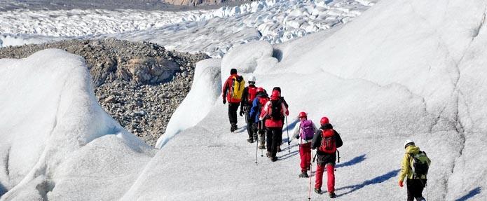 Le meraviglie della Groenlandia. realizzare un'esclusiva escursione con i ramponi tra i labirintici cunicoli e le grotte di ghiaccio di una delle superfici ghiacciate più antiche dell'intero pianeta. Un trekking unico in Groenlandia paragonabile solo a quello del Perito Moreno in Patagonia (Argentina) http://terrepolari.com/viaggio-10_le-meraviglie-della-groenlandia-8-giorni/#slide-1
