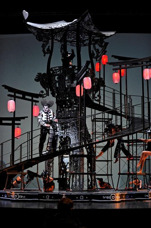 (A) Orlando Paladino était donné au Théatre du Chatelet avec des décors et costumes de Nicolas Buffe #UneSource