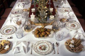The Regency table (of the upper classes) laid for a dinner party. A recreation by food historian Ivan Day, Historic Food, http://www.historicfood.com/portal.htm