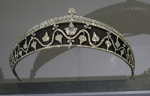 Ivy leaf tiara in platinum and silver with diamonds, made by Cartier Paris in 1914