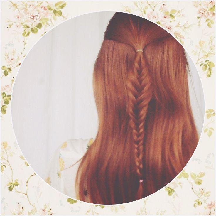 Tutorial: Mini cola de pescado. Un peinado bohemio que puedes hacer en tan solo tres pasos y se verá genial con cualquier outfit.