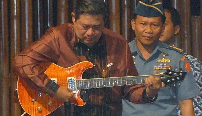El Presidente de Indonesia Susilo Bambang Yudhoyono ha lanzado 3 albumes de música pop romántica durante su periodo presidencial.