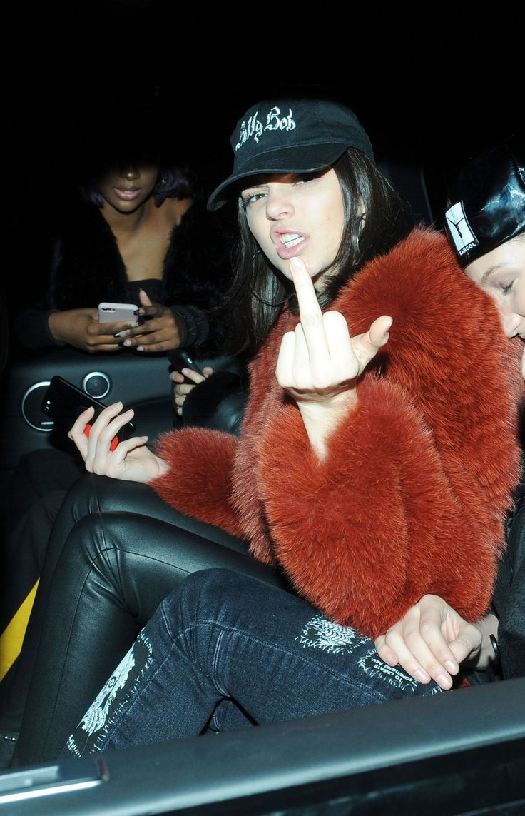 Kendall Jenner #KendallJenner & Bella Hadid Give the Middle Finger  London 18/02/2017 Celebstills B Bella Hadid K Kendall Jenner