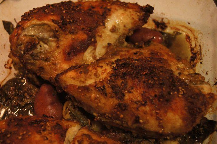 Pollo al horno con za´atar      Za'atar es una mezcla de especias del Medio Oriente que le dan mucho y muy buen sabor a cualquier platillo con pollo o pescado. Tradicionalmente se le pone al pan pita antes de hornearlo y se sirve con aceite de oliva. Esta mezcla de especias contiene tomillo molido, orégano, mayorana, semillas de ajonjolí tostadas, y puede tener otras especias adicionales, dependiendo en la mezcla. Es cada vez más fácil encontrar esta mezcla en tiendas de abarrotes, así que…