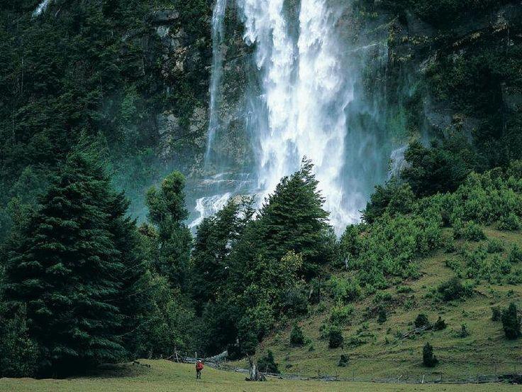 Cascada Puelo region de los lagos Chile