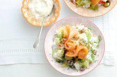 Scandinavische salade met zalm
