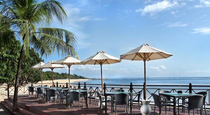 DKK1.100 Melia Bali Indonesia har 5 restauranter, stor laguneformet swimmingpool samt anlagt tropisk have.