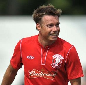 Graeme Le Saux: A gay footballer would not suffer the same abuse as Justin Fashanu