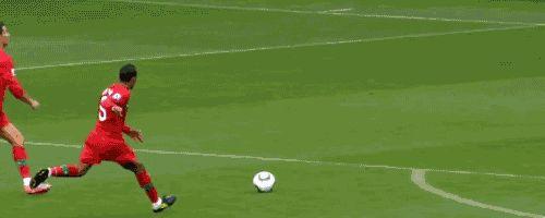 Cuando metió este golazo con tanta elegancia. | 15 Veces cuando Cristiano Ronaldo fue el hombre más guapo de todos los tiempos