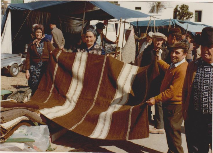 Handwoven wool blanket from Alentejo FEIÇÕES DE CASTRO : MANTAS DO LOMBADOR