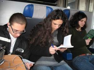 De vineri putem citi cărţi gratuite în trenurile din România